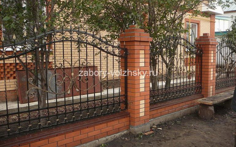 строительство заборов с ковкой в Волжском