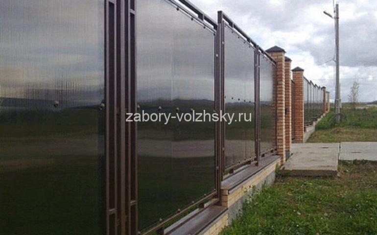 забор из поликарбоната для частных домов