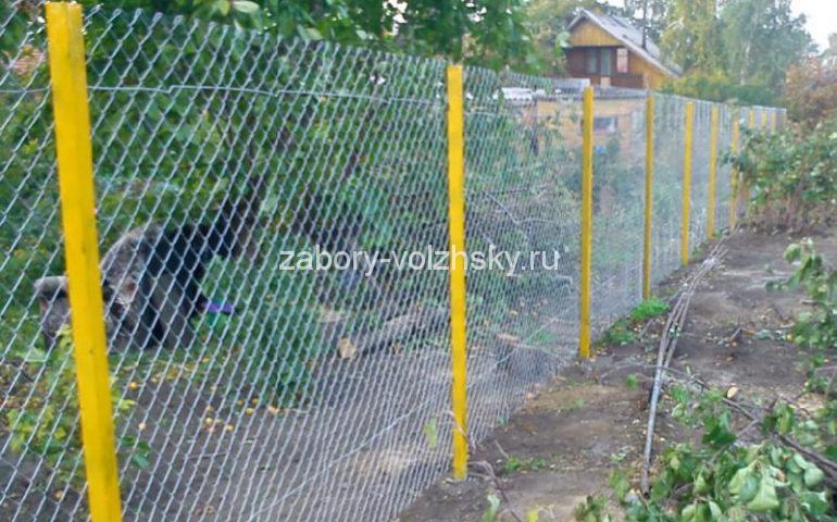 забор сетка рабица на столбах